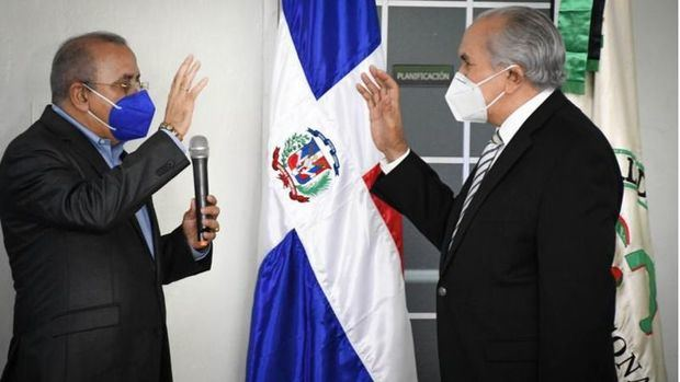 o José García Ramírez, fue posesionado como Director Ejecutivo del Consejo Nacional de la Persona Envejeciente (CONAPE), por el Ministro de Salud Pública, doctor Plutarco Arias