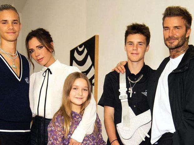 Victoria Beckham presenta su desfile virtual con su familia como únicos invitados