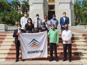 La Asociación Dominicana de Prensa Turística (Adompretur), reiteró su compromiso con el restablecimiento del  Turismo nacional en el marco de una ofrenda floral en el Altar de la Patria.