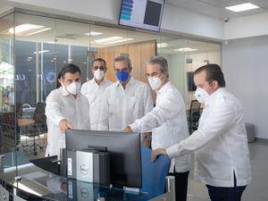 Desde la izquierda, los señores Christopher Paniagua, Juan Manuel Martín de Oliva, Luis Abinader Corona, René Grullón Finet y José Ignacio Paliza.