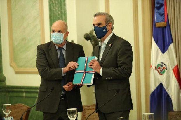 Presidente Luis Abinader en la entrega de documentos confidenciales de la Presidencia de RD al Archivo General de la Nación.