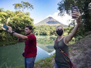 El turismo es uno de los principales motores de la economía de Costa Rica, país que alberga a cerca del 5 % de la biodiversidad del planeta, lo que se constituye en uno de sus principales atractivos.