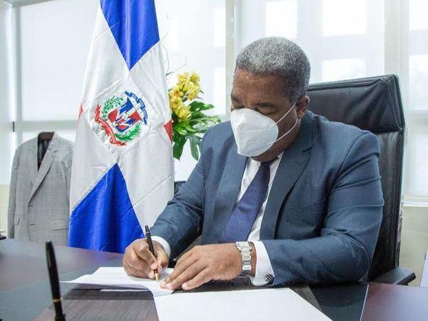 Tony Peña dispone eliminación del seguro médico internacional y comida para altos funcionarios del Gabinete de Política Social