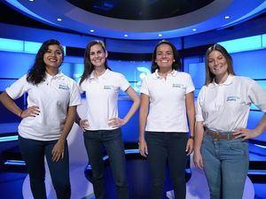 Fotografía cedida por DirecTV Sports que muestra a las narradoras deportivas, de izquierda a derecha: Rosa María Muñoz, Talía Azcárate, Coté Parró y Camila Zapata, en su estudio de transmisión para televisión, en Lima, Perú