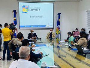 El ministro del MESCYT, Franklin García Fermín, y el rector de Loyola, reverendo José Núñez Mármol, encabezaron una reunión en esa academia.