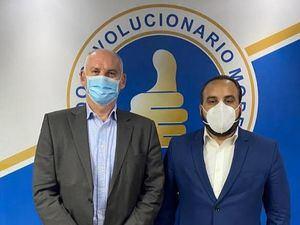 Director de seguridad pública del Partido Revolucionario Moderno, Julio Peña Guzmán, junto al experimentado consultor en seguridad nacional, Phil Jones.