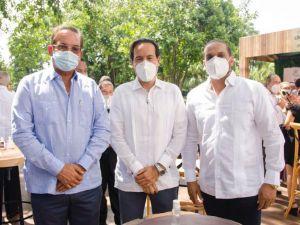 Aquilino Vásquez, Luis Brache, Fernando Fernández.