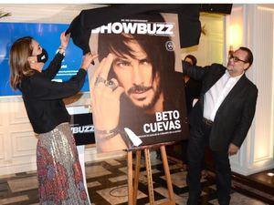 Fabiana D'Agostino y Pedro García desvelizan la primera portada de Showbuzz con Beto Cuevas.