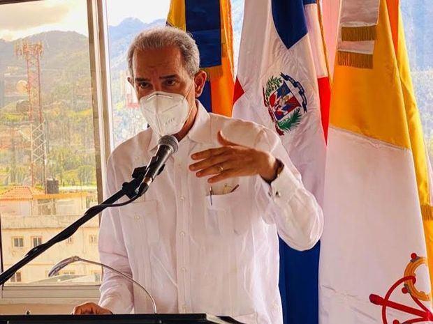 El ministro Franklin García Fermín, destacó la contribución para le educación de UCATECI-Constanza.