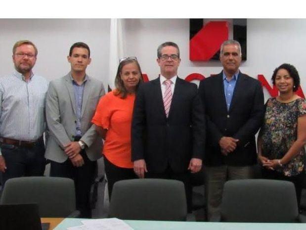 Algunos miembros de la nueva directiva de la RNTT.