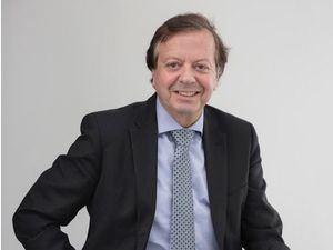 Javier Cabo Salvador, doctor en cirugía y medicina cardiovascular.