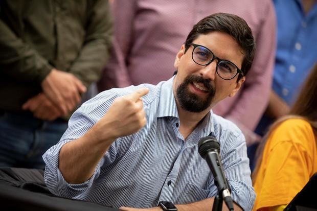 Liberan a un exdiputado opositor venezolano preso, tras el inicio del diálogo