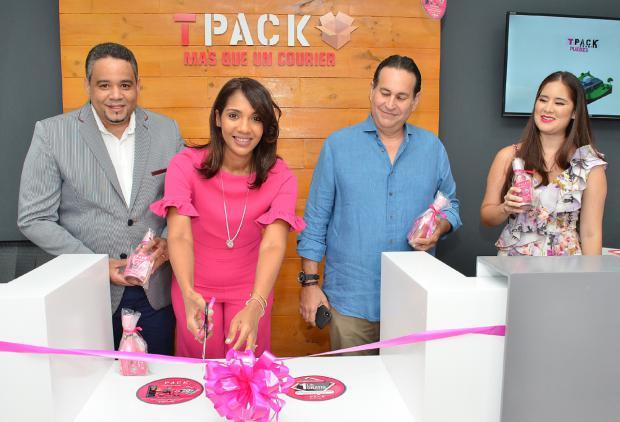 En el corte de cinta Natanael López, Leslie Ramírez Pablo Solano e Iamdra Fermin.j