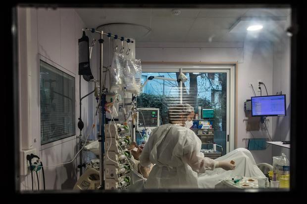 El número de pacientes en cuidados intensivos en Francia supera los 1.100
