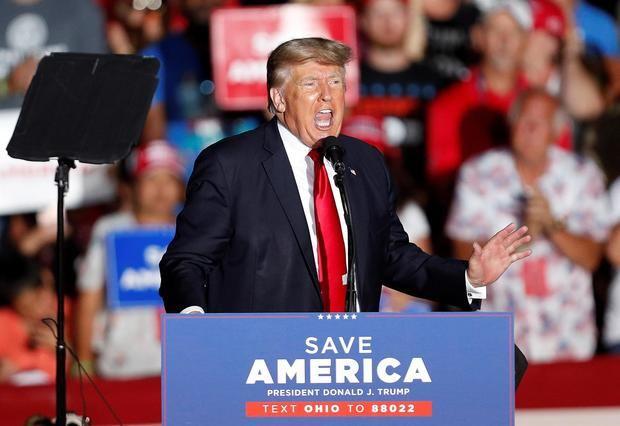 Trump agita el fantasma de inmigración contra Biden en su gira de la venganza