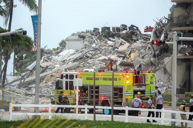Suben a tres muertos por el derrumbe de un edificio de viviendas en Miami, según medios