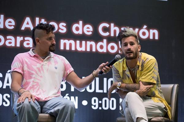 El duo venezolano de pop/urbano Mau y Ricky participan en una rueda de prensa junto a su familia hoy, en Santo Domingo (R. Dominicana).