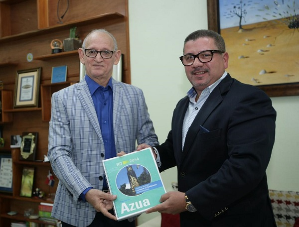 César Fernández presenta proyecto RD2044 en Azua