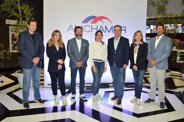 Steven Puig, Sofía González, Eduardo Cruz, Vivian Peña, William Malamud,María Waleska Álvarez y Franklin Vásquez.