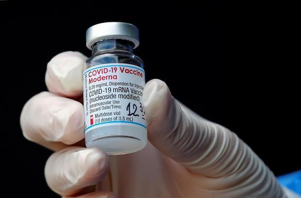 La OMS aprueba el uso de emergencia de la vacuna anticovid de Moderna