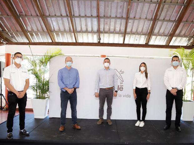Juan Crousset, Pascal Chapot, Huáscar Beltré, Patricia Mejía, Jorge Rivas y Román Rivas.