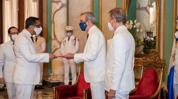 Presidente Luis Abinader recibe cartas credenciales de embajadores