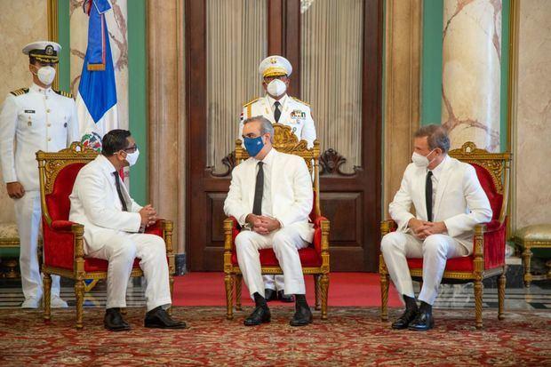 Presidente Luis Abinader recibe cartas credenciales de nuevos embajadores