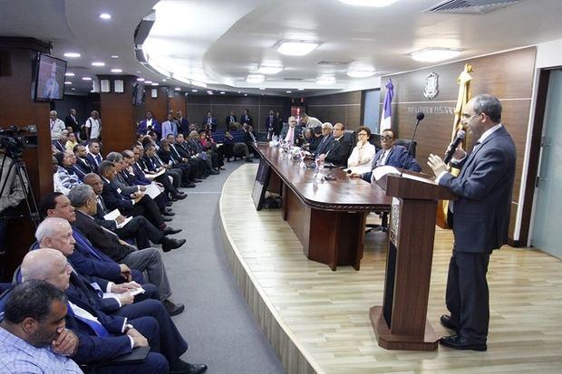 Pleno JCE y partidos sostienen reunión sobre el Sistema de Voto Automatizado.