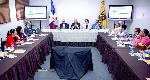El Pleno de la Junta Central Electoral, JCE, encabezado por su Presidente, Magistrado Julio César Castaños Guzmán, sostuvo este miércoles una reunión de seguimiento con los secretarios.