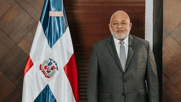 Roberto Fulcar, ministro de Educación.