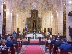 Monseñor Francisco Ozoria ofició la misa de 79˚ aniversario de Banreservas, con la presencia de clientes, funcionarios y empleados.