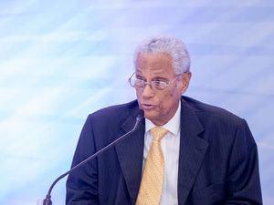 El doctor Fernando A. Ballista Díaz, se dirige a los presentes.