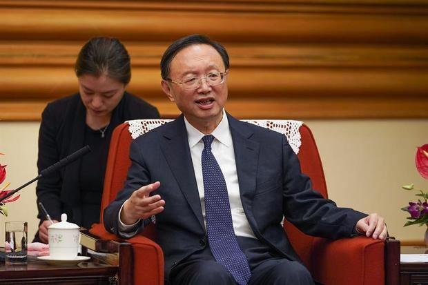 El responsable del Partido Comunista de China (PCCh) para Asuntos Exteriores, Yang Jiechi, uno de los representantes de China, que se reunirá con representantes de Estados Unidos en Alaska para 'reiniciar' las dañadas relaciones, según asegura el diario hongkonés South China Morning Post.