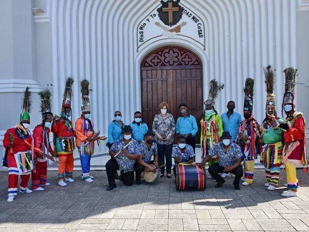 Carmen Heredia reúne por primera vez al Ministerio de Cultura con grupos de gagá