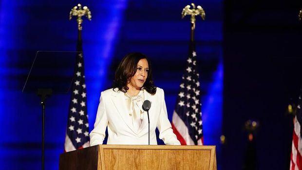 Harris celebra su histórica elección y promete abrir paso a otras mujeres