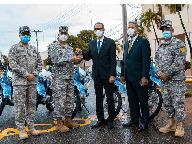 Banco Popular entrega motocicletas a la Armada de República Dominicana