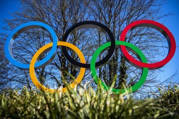 La familia olímpica intenta mantener el ánimo ante un Día Olímpico singular.