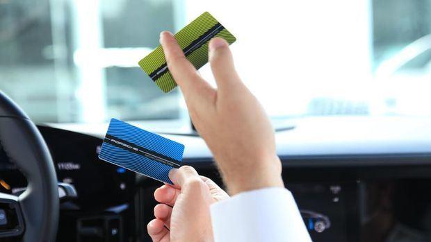 Tarjeta de recarga eléctrica RFID con el equivalente a 10,000 km carga gratis durante el primer año.