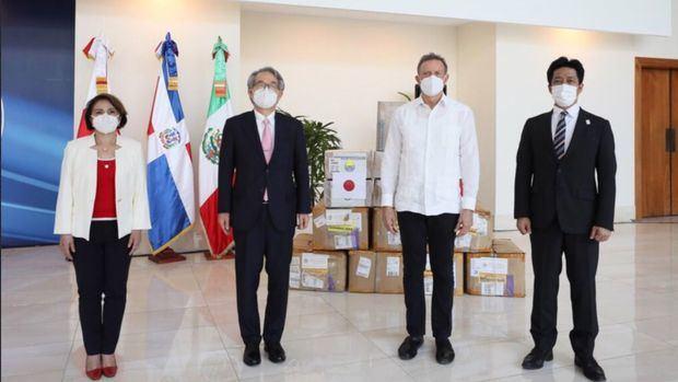 En el acto de entrega de los donativos estuvieron representados por el Excelentísimo señor Hiroyuki Makiuchi, Embajador del Japón en RD, el señor Kondo Takayuki, Representante Residente de la JICA y la señora Martha Tapia Benavides, Encargada de Negocios de México.