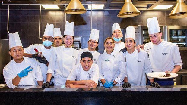 Chef María Marte y su equipo.