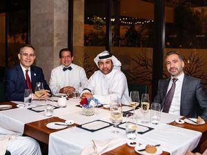 El embajador Federico Cuello Camilo junto a tres de sus invitados especiales el Dr. Rubén Peralta, el Dr. Khalil Al Sulaiti y Fadi el Hassan.