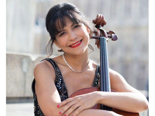 El canto del cisne negro de la violoncellista dominicana Nicole Peña Comas ya suena en la radio de Austria