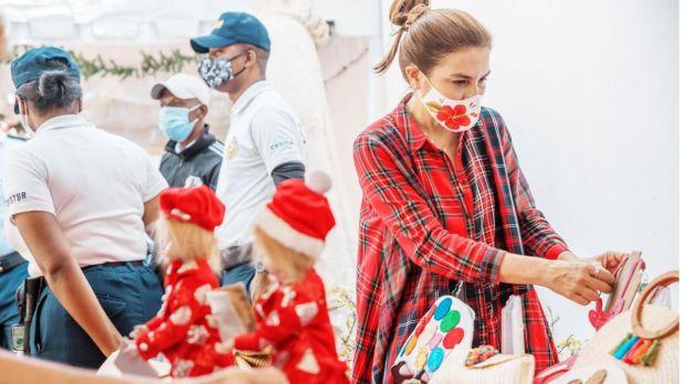 Alcaldesa Carolina Mejía respalda artesanos y vendedores locales con mercadillo de navidad.