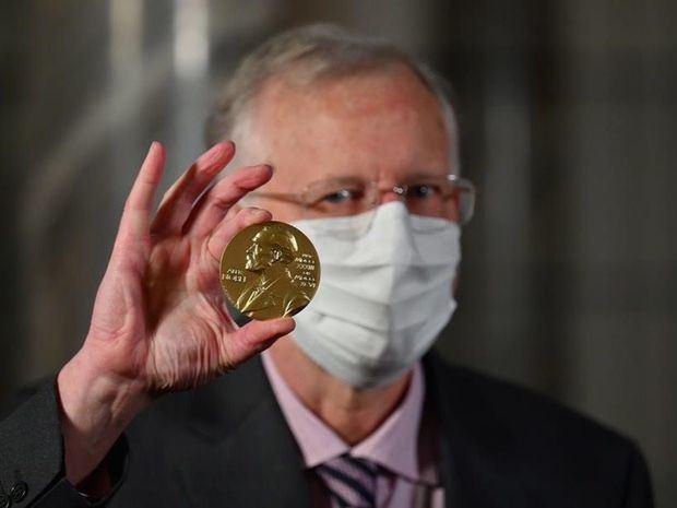Nobeles de Física, Química, Economía y Medicina reciben el premio en EE.UU.