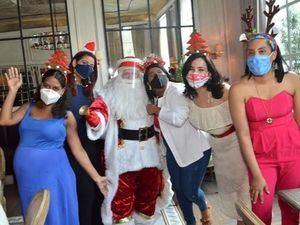 Gissel Taveras, Yenny Polanco Lovera, Santa Claus, Viryi Baldera, Elizabet Gutiérrez y Cristina Romero.
