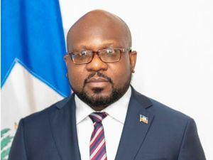 Embajador de Haití en la República Dominicana, doctor  Smith Augustin.