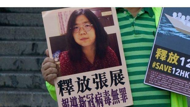 Zhang Zhan, una periodista ciudadana de Wuhan que cubrió la epidemia de coronavirus en la región e informó de la situación en redes sociales, ha sido condenada a cuatro años de prisión 'por difundir mentiras'.