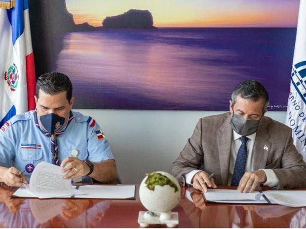 Medio Ambiente y Scouts Dominicanos firman convenio para promover respeto a recursos naturales.