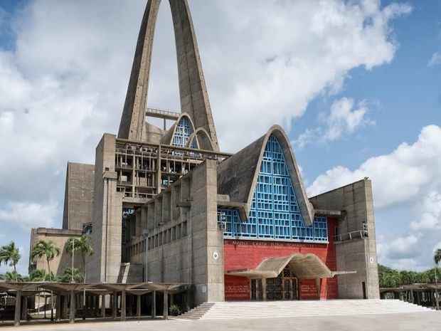 Obispado de Higüey y Banco Popular celebran vigila digital en honor a la Virgen de La Altagracia