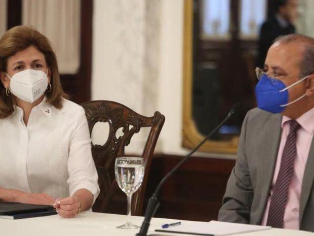 Raquel Peña junto al ministro de Salud Pública, doctor Plutarco Arias.